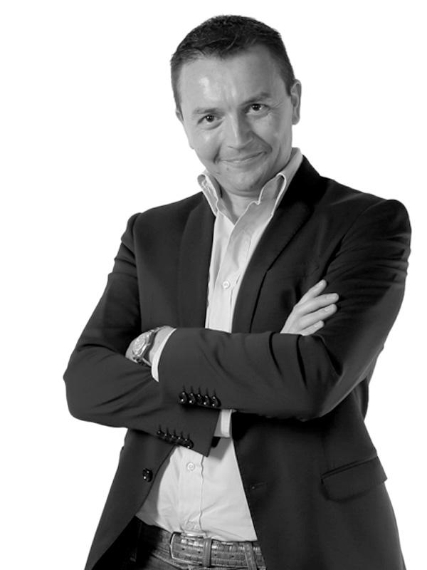 Luca Spina Direttore commerciale Cell. 346 85.40.150 lucaspina@portocorkitalia.com